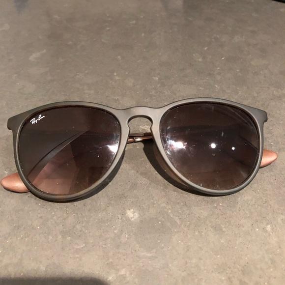 4f1e11ddde Ray-Ban RB4171 Erika Sunglasses. M 5aab10859cc7ef1092f1c09e
